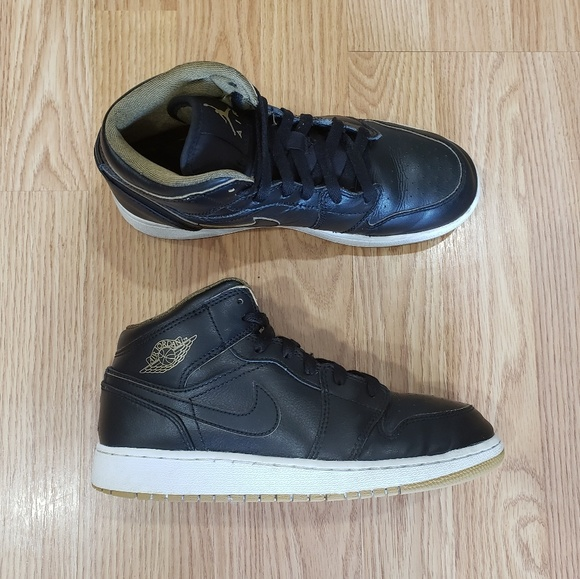 new product 2d82c 54cd3 Kids Jordan 1 Mid Black and Gold